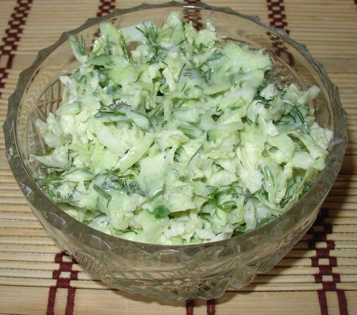 Салат с пекинской капустой и соленого огурца