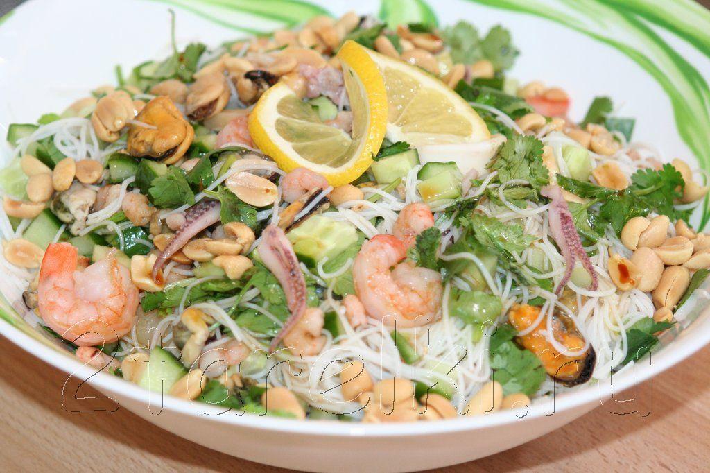 Какой салат приготовить из морского коктейля